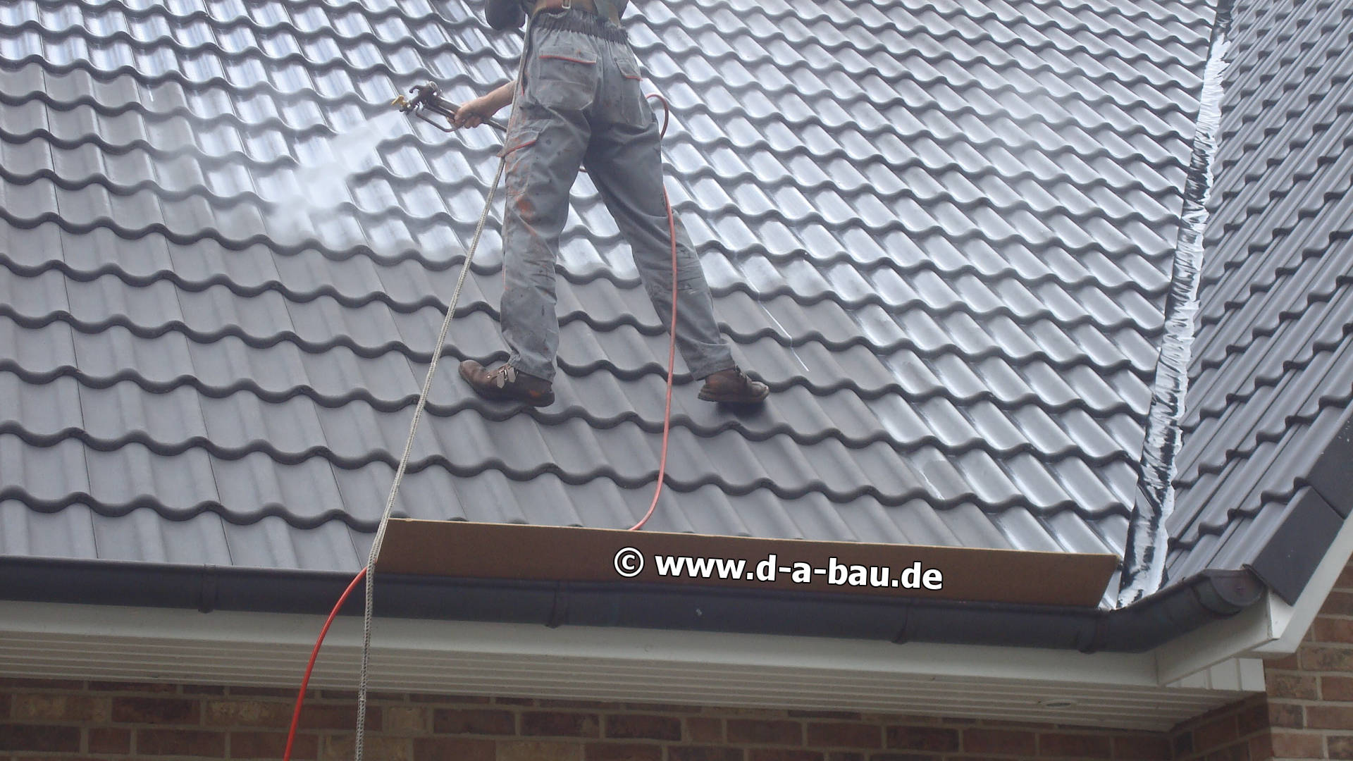 moos vom dach entfernen referenzen der betonpflaster reinigung beton pflaster dachreinigung. Black Bedroom Furniture Sets. Home Design Ideas